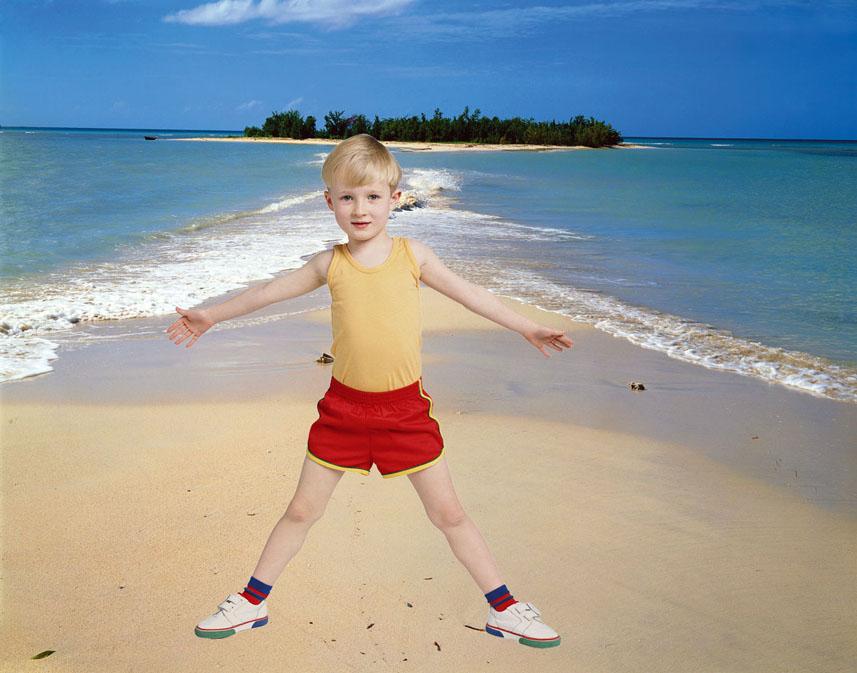 Выделить ребёнка и вставьте на пляж.